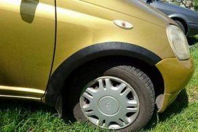 Protector plástico paso de rueda para TOYOTA YARIS I 3-PUERTAS 1999-2006